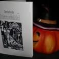 Der Lachende Totenschädel Nr.3 Was für ne Freude, genau zur der Zeit, wo die Dunkelheit wieder längere Zeit des Tages einnimmt, gibt es Nachschlag von Jörg Herbig, Grusel – Sammelzine. […]